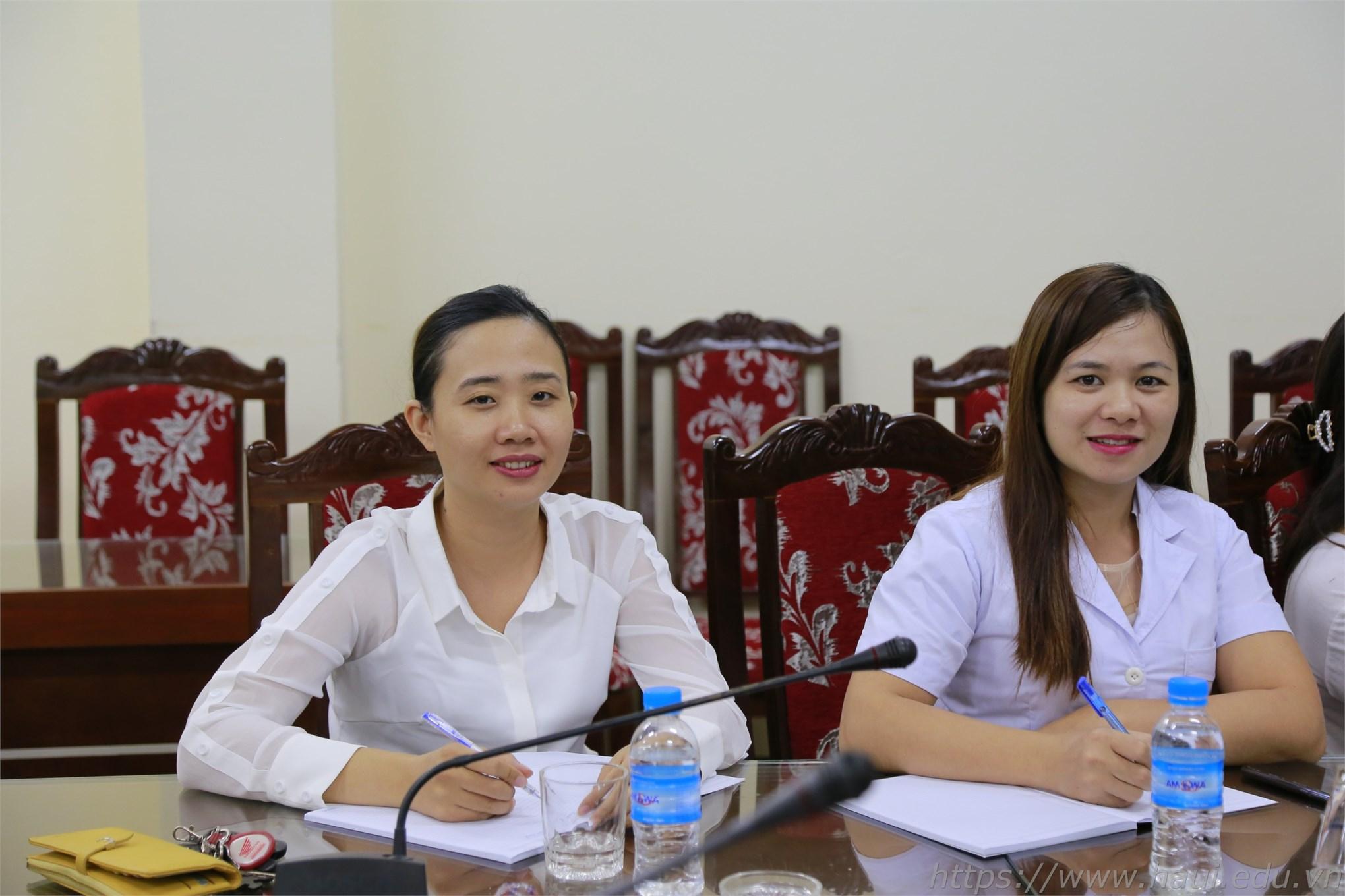 Các y sĩ Trạm Y tế Nhà trường tham gia buổi Tập huấn